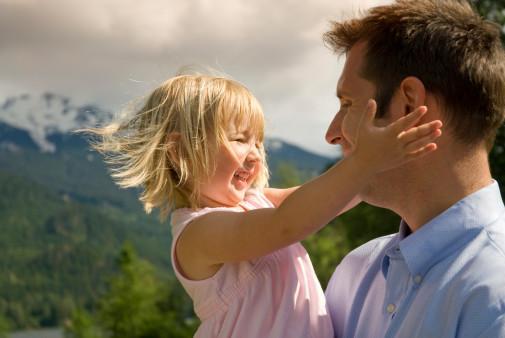 Открытка про папу и дочь