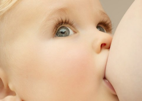 Грудное вскармливание при трещинах на сосках: профилактика и лечение трещин
