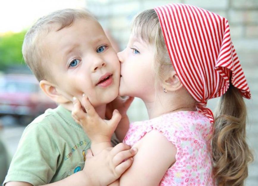 Картинки с маленькими целующимися