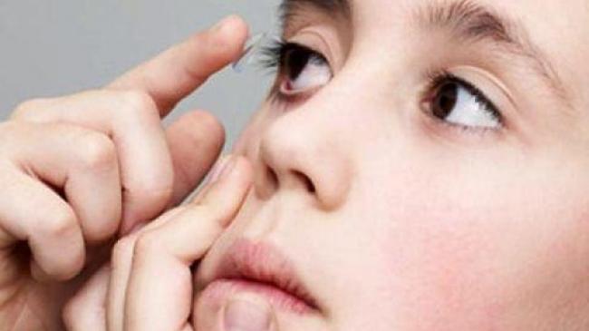 lentilele de contact îmbunătățesc vederea)