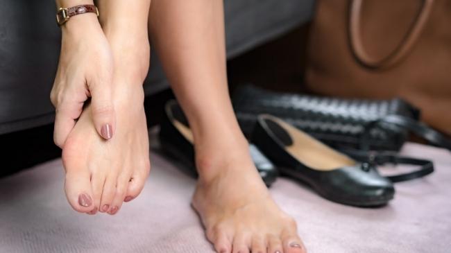 ce înseamnă dacă unul dintre picioarele tale este umflat