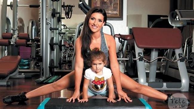 Adina Bourceanu a slăbit 50 de kilograme. Soţia mijlocaşului arată impecabil